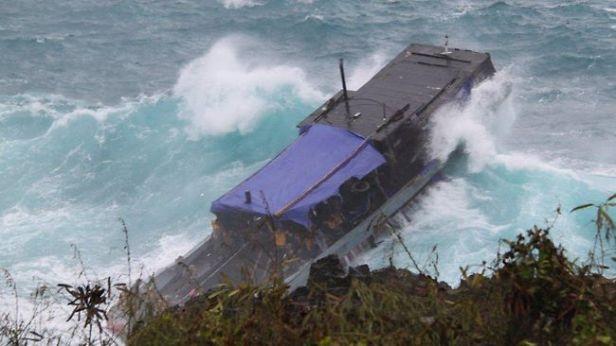 501063-christmas-island-boat-wreck