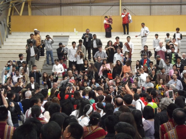 The rush is on for Aung San Suu Kyi selfies following her speech