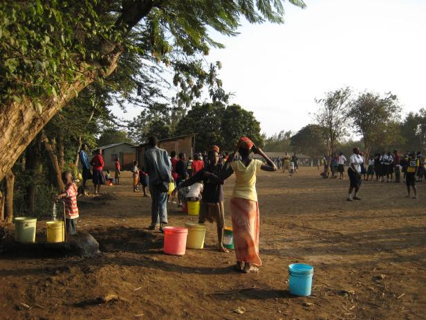Children collecting water in Tanzania