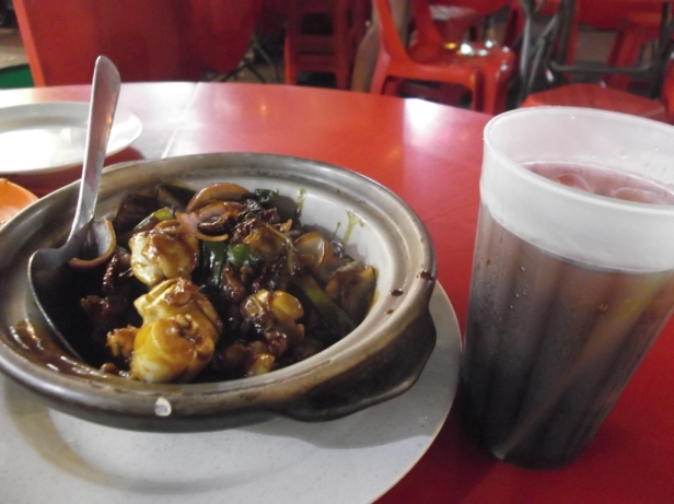 Dry chilli bullfrog @ Jalan Alor, picture taken by the author, fulfilling his legal obligations earlier this year.